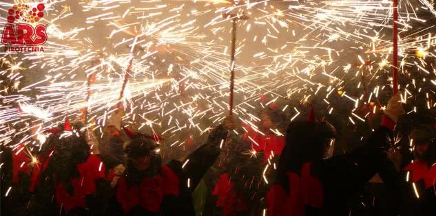Correfoc, espectáculo popular entre fuegos artificiales